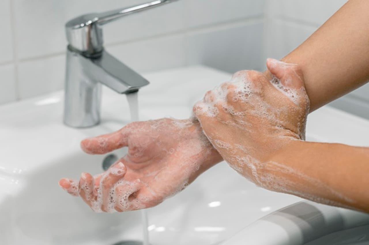 Higienizar as mãos é a melhor forma para evitar a transmissão de doenças