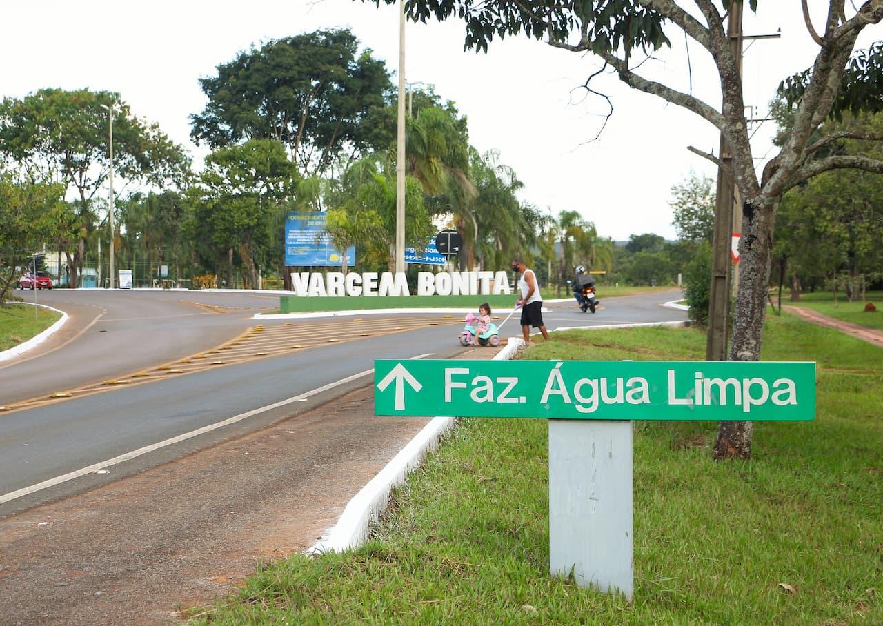Asfalto chega ao acesso à DF-055 e a Fazenda Água Limpa