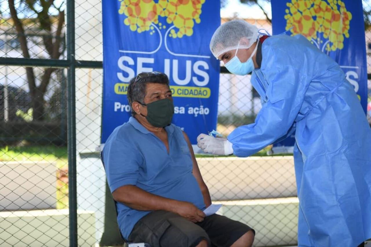 17.04.2021-vacinação-foto-SEJUS-DF-divulgação