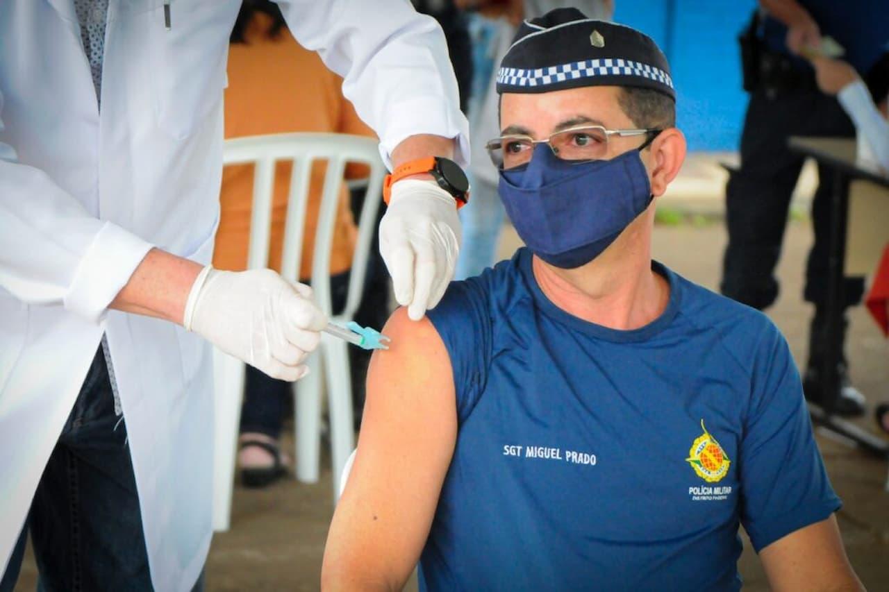 vacina-profissionais-forças-armadas-policiais-civic-e-militares-bombeiros-detran-foto-Geovana-Albuquerque-Agência-Saúde-DF