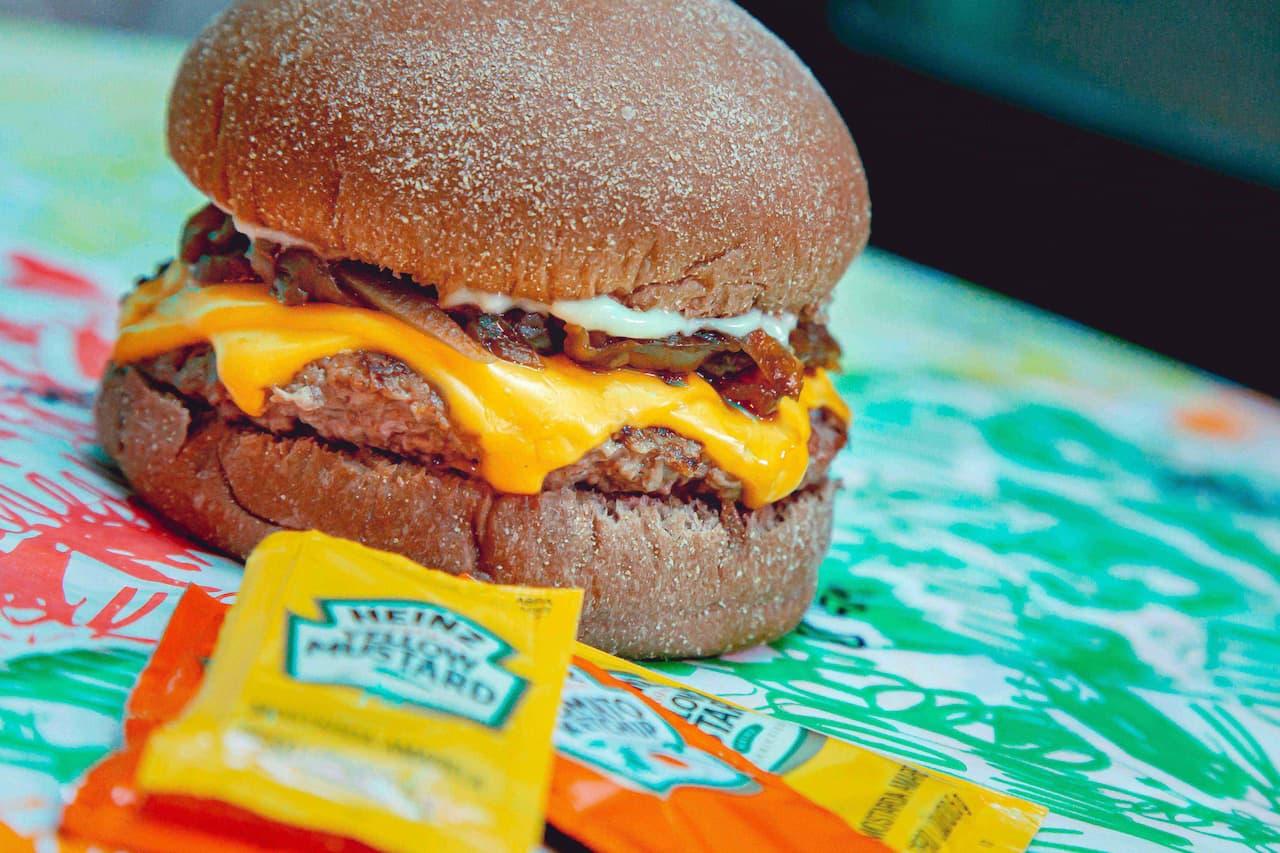Delivery: hamburguerias oferecem sanduba artesanal em dobro