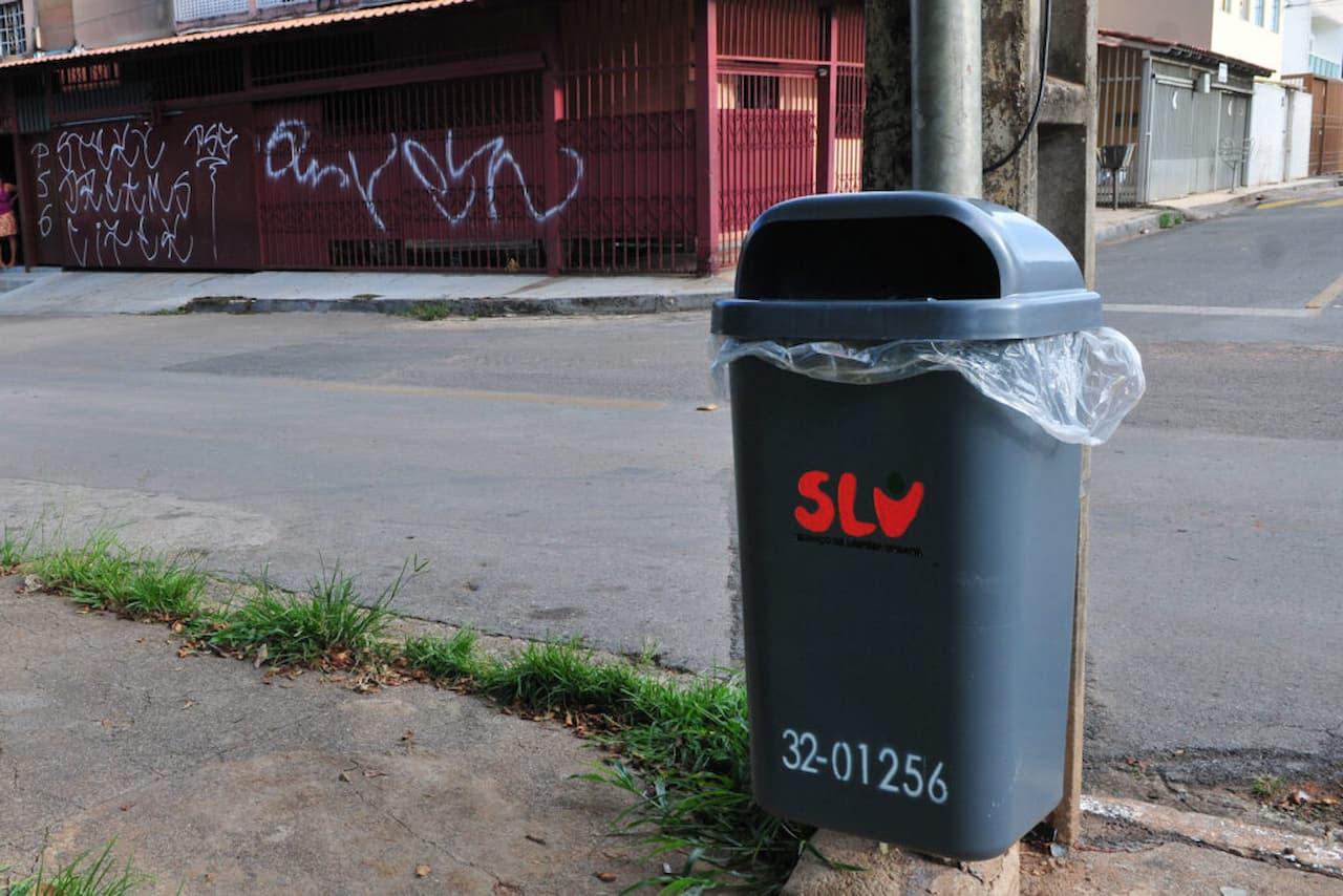 SLU vai implantar mais 11.497 lixeiras no DF, mas vandalismo preocupa