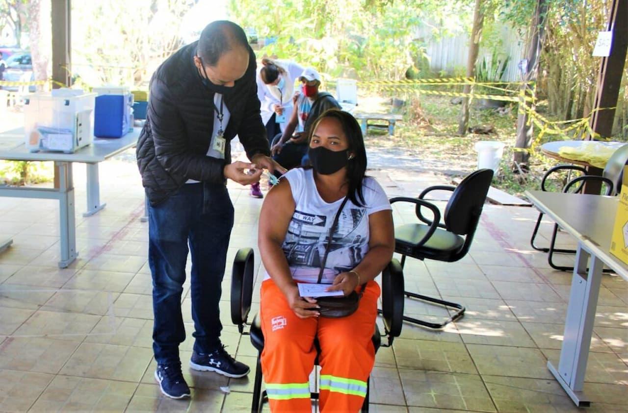 Mais mil garis são vacinados no Distrito Federal