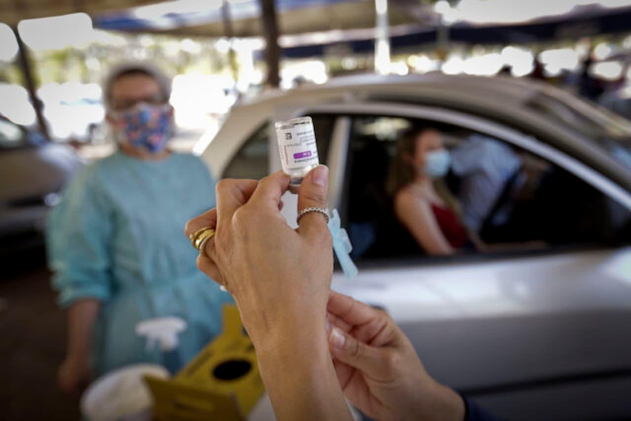 16.8-vacinação-COVID-19-FOTO-BRENO-ESAKI-AGÊNCIA-SAÚDE-DF (1)