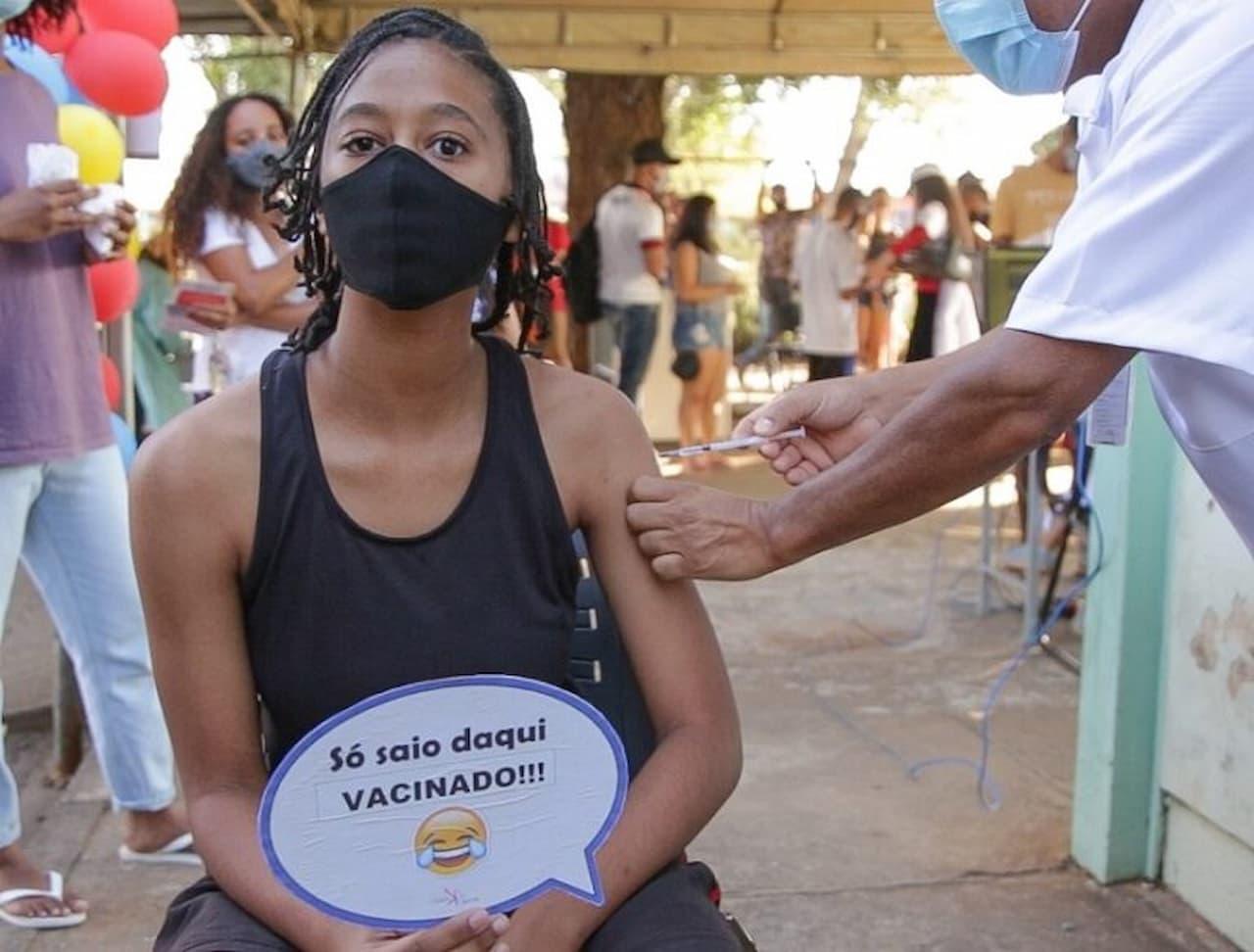 17.8-só-saio-daqui-vacinado-Foto-Tony-Oliveira-3