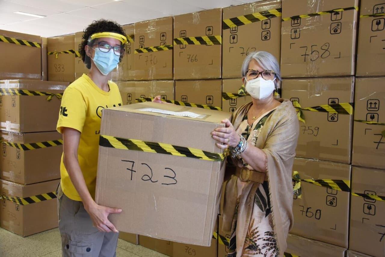 UnB doa 1.500 protetores faciais para centros de ensino especiais