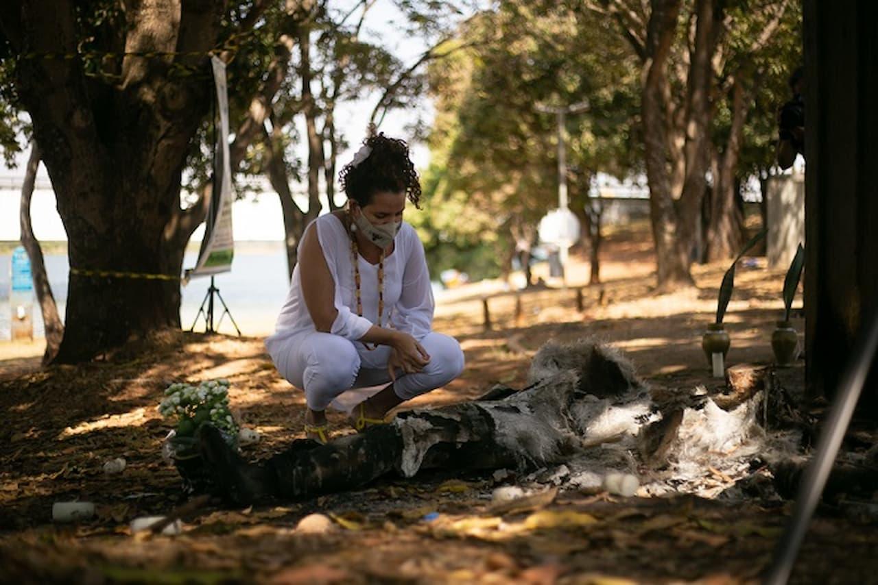 27.8-Stéffanie Oliveira em ato contra intolerância religiosa_Foto_Renata_Rangel_ (1)