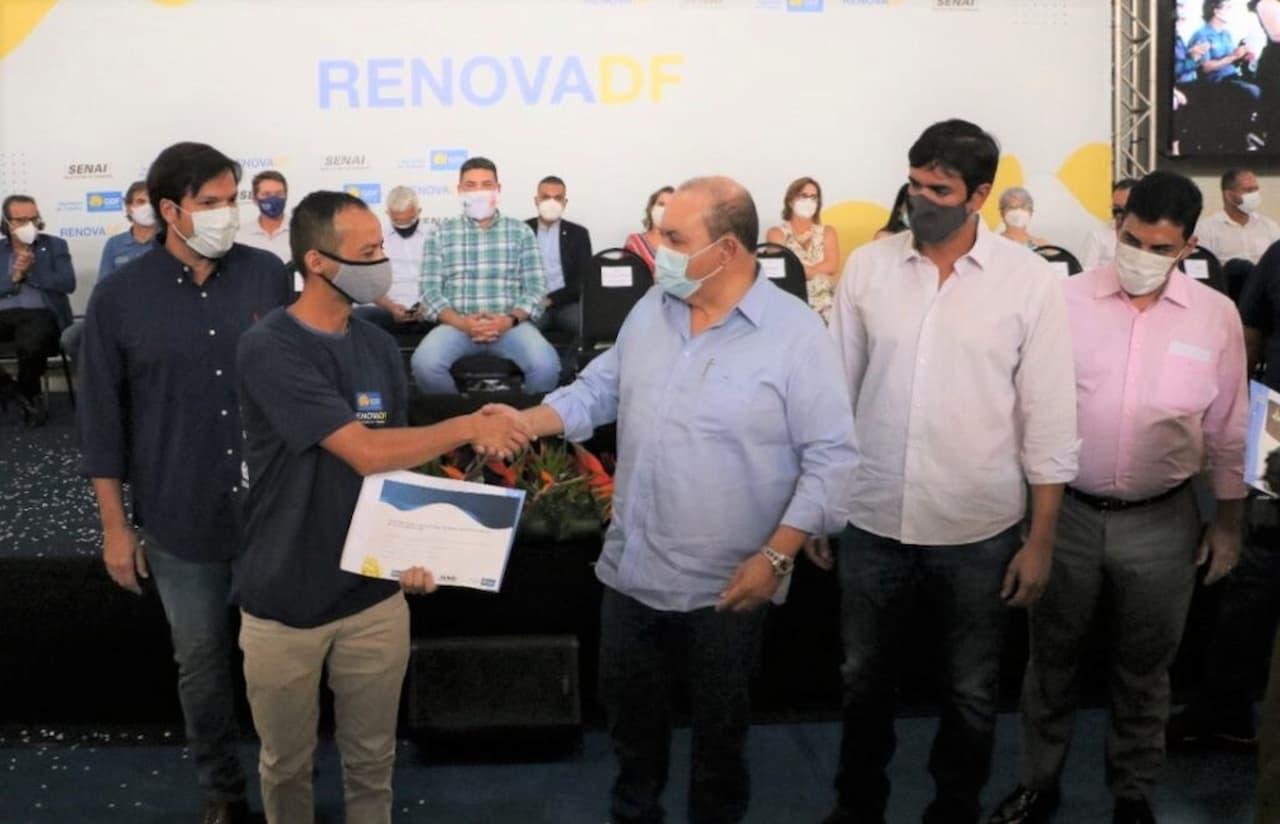 10.9-gov.-Ibaneis-2.5mil-aprendizes-ajudar-reformar-seis-regiões-administrativas-foto-Renato-Alves-Agência-Brasília
