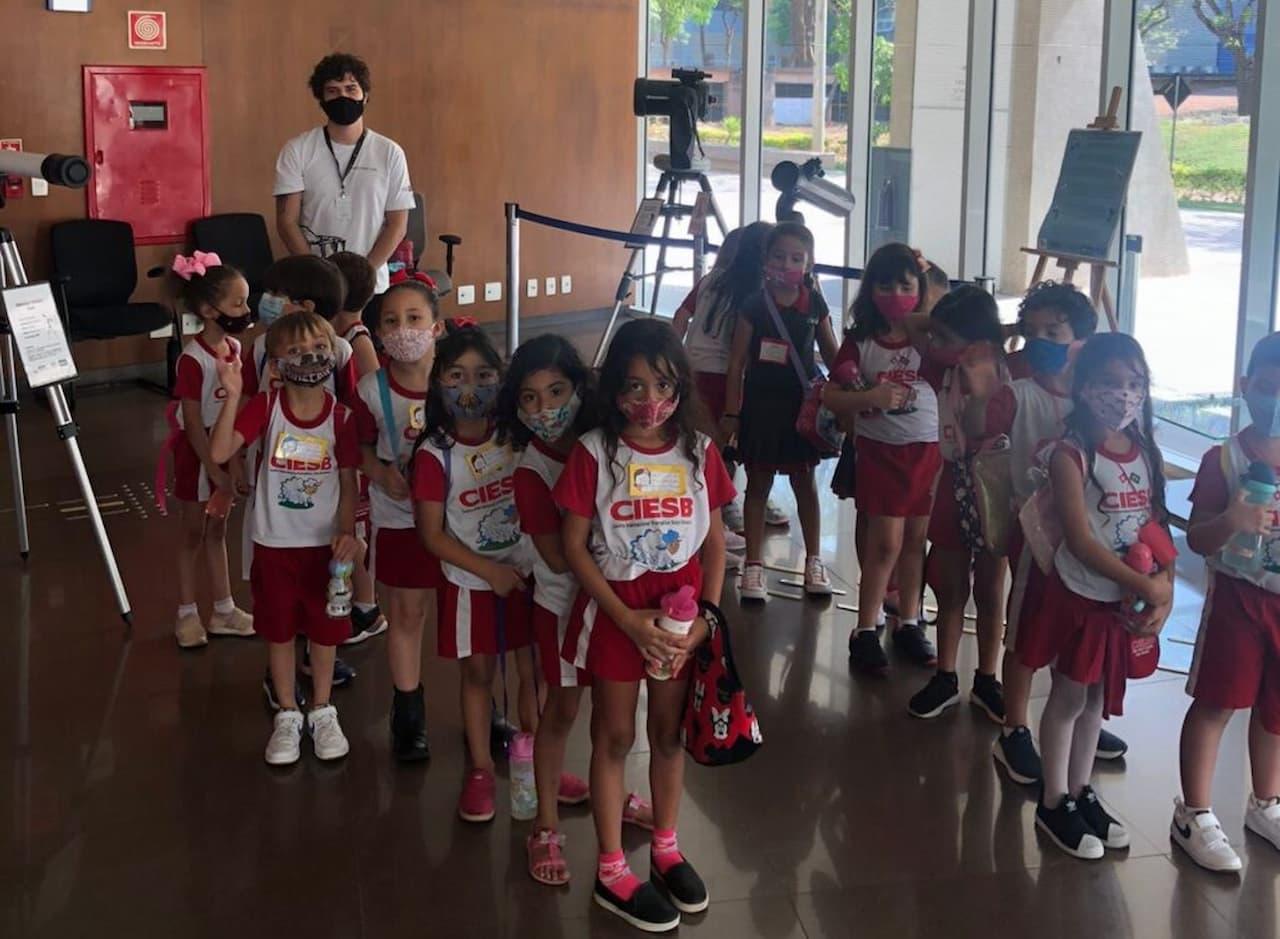 12.10-crianças-no-planetário-de-Brasília-foto-divulgação-secti