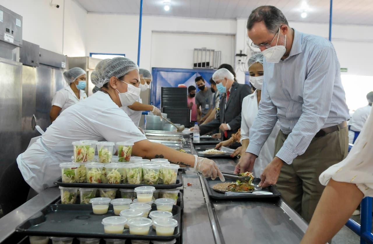 Representante da ONU visita restaurante comunitário de São Sebastião