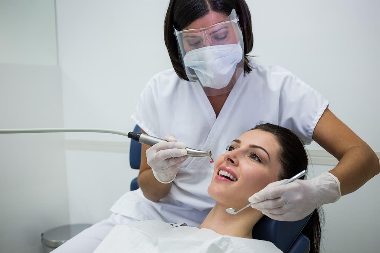 odontologista-dentista-Divulgação_FreePik (4) (1)